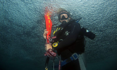 PADI dive student on a safety stop after diving nusa penida