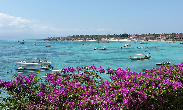 Nusa Lembongan is a small piece of paradise only 25 km away from Bali